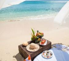 nanuku-auberge-resort-fiji-wedding-private-island-picnic